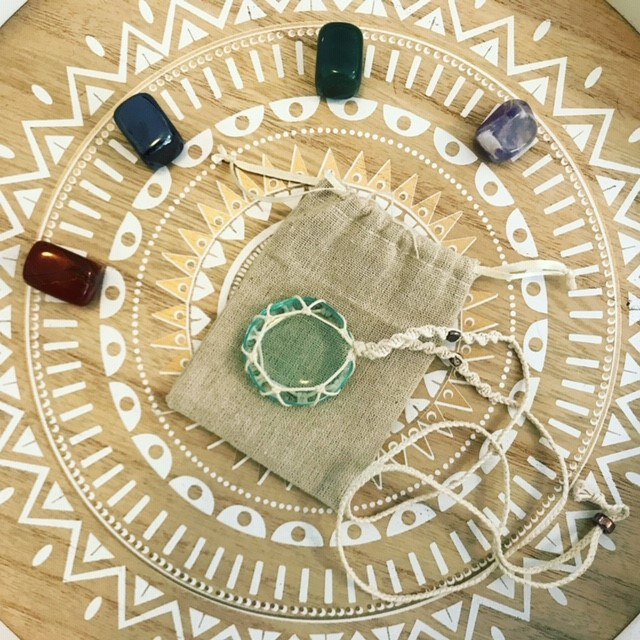 ACMOS-bioenergy-bioenergetic-quantic-medicine-natural-holistic-alternative-therapy-wellness-antenna-hypnosis-emdr-nlp-acmodermil-acmos-session-stones-healing-charlotte-camguilhem -